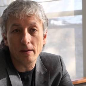 Nuovo direttore a L'Unità. Esce Erasmo De Angelis entra Riccardo Luna, ex numero uno di Wired e consulente di Renzi. Taglio alla redazione: da 33 a 16giornalisti