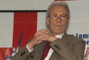 """Vittorio Feltri, dopo la manovra del governo, la profezia sui giornalisti: """"Finiremo tutti ai domiciliari"""""""