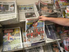 Gli utenti della rete impiegano 30 secondi per leggere un quotidiano online. I lettori delle edizioni in carta 40 minuti. Inchiesta in GranBretagna