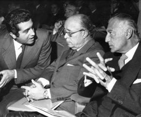 Dopo 91 anni la famiglia Agnelli perde la proprietà de La Stampa. E adesso il padrone è Carlo DeBenedetti