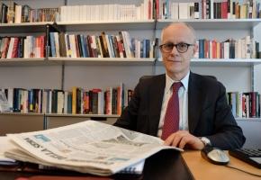 """Corrispondente del Corriere della Sera accusa il suo direttore di aver pubblicato una notizia inesistente. Il M5S: """"Fontana raccontaballe"""""""