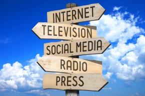 Rapporto Censis. I giovani che in Italia leggono un quotidiano sono il 5,6%. In 15 anni più che dimezzate le copie vendute in edicola. Prima fonte d'informazione la tv, poiinternet