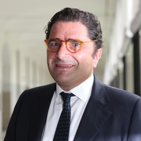La prima volta di Marco De Benedetti al tradizionale scambio di auguri alla Stampa. A giorni completata l'integrazione nel gruppoGedi