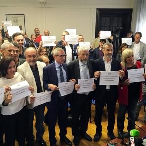 Giù le mani dall'informazione. Flash mob di giornalisti e cittadini il 13 novembre in tutta Italia. Torino, piazza Castello, davanti allaPrefettura