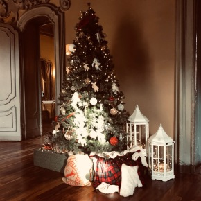 E' Natale per tutti. Brindisi, bugie e commozione. Nasce il rinfresco 4.0, spumante e tartine instreaming