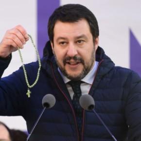"""Salvini: """"I vescovoni, Famiglia Cristiana e l'Avvenire non rappresentano i cattoliciitaliani"""""""