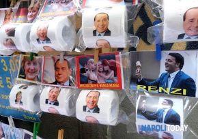 Matteo Renzi querela Travaglio. Ma in commercio c'è anche la carta igienica con Salvini, Berlusconi eBersani
