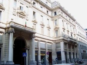 La crisi de Il Giornale. Stipendi decurtati, zero piani d'investimenti. Il quotidiano dei Berlusconi vacilla. Ma i giornalisti non cistanno
