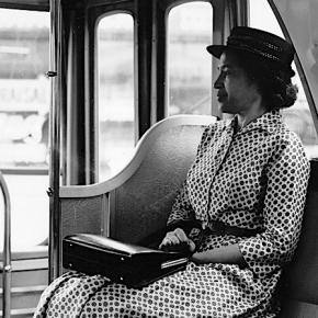 Forza anziani, c'è chi propone l'apartheid sugli autobus. Ciao RosaParks