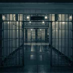 """Nel 2020 arrestati 130 giornalisti nel mondo per avere comunicato """"informazioni sulla crisi"""" generata dal Covid. Croniste in prigione: +30%"""
